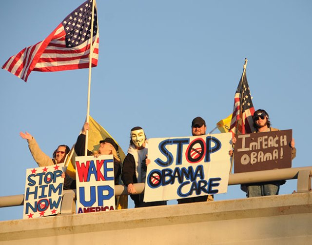 Anti-Obama overpass protesters well within their rights