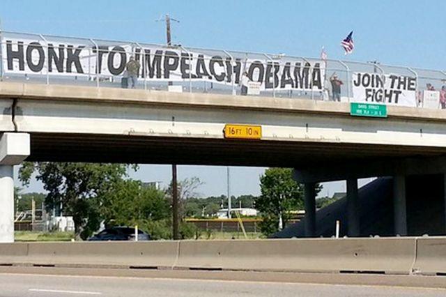 Wisconsin duo sue city over anti-Obama banner ban - Washington Times