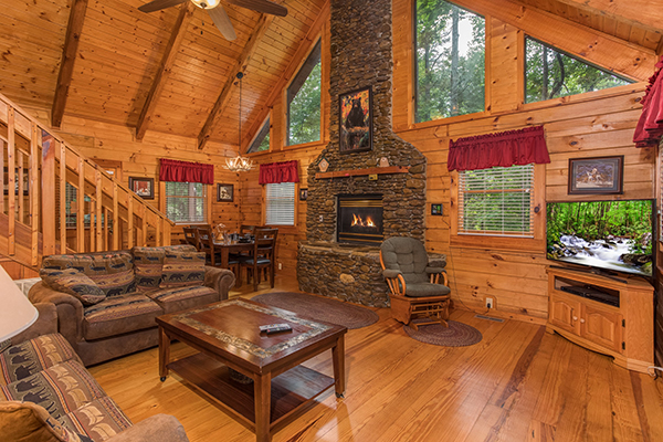Living room at The Bear's Lair - a rental cabin in Pigeon Forge