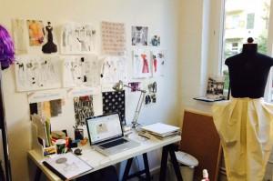 scrivania di atelier di moda