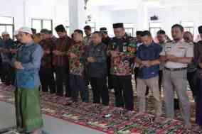 Kanwil Kemenang Sulbar laksanakan shalat Ghaib untuk almarhum Presiden ke III RI BJ. Habibie.