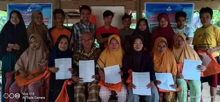 foto bersama kegiatan pembelajaran keaksaraan di Dusun Baruga Desa Batetangnga