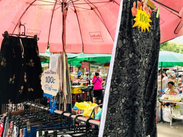 ルンピニ公園の洋服販売