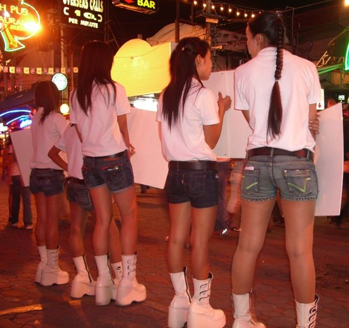 Hello Girls Walking Street