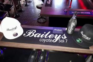 Baileys Coyote Bar - Seating