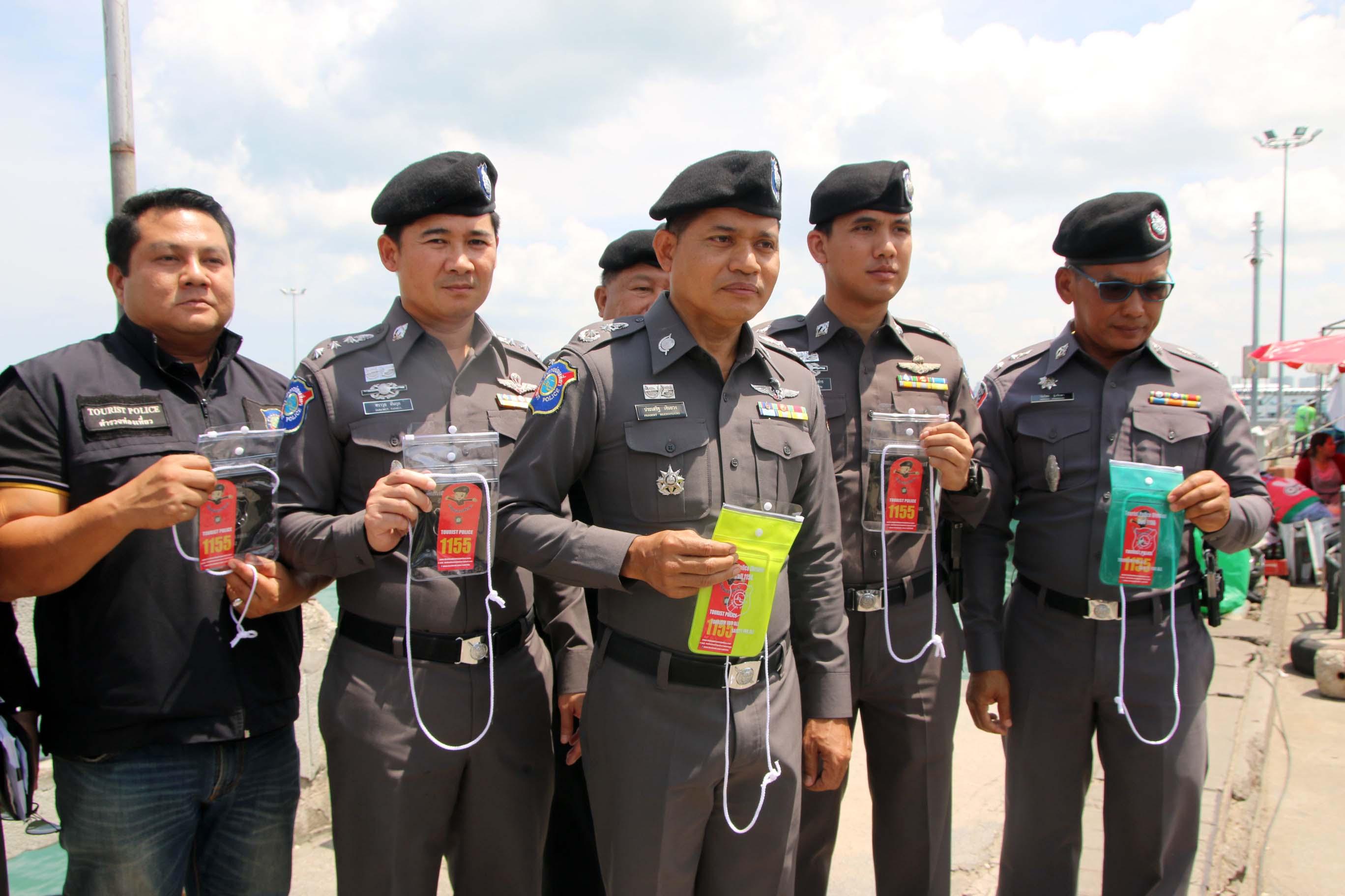 police-helping.jpg?fit=2736,1824