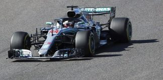 Hamilton cruises to win at Japanese GP, closes in on title