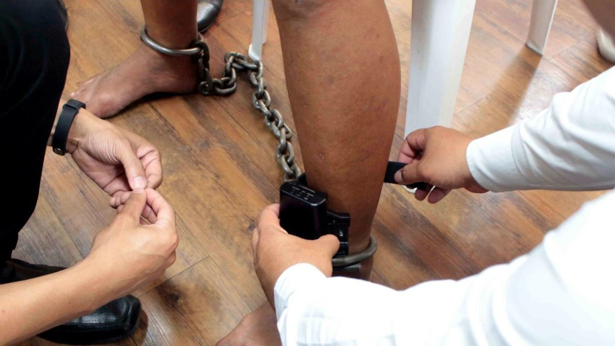 49 offenders remove monitoring devices to jump bail