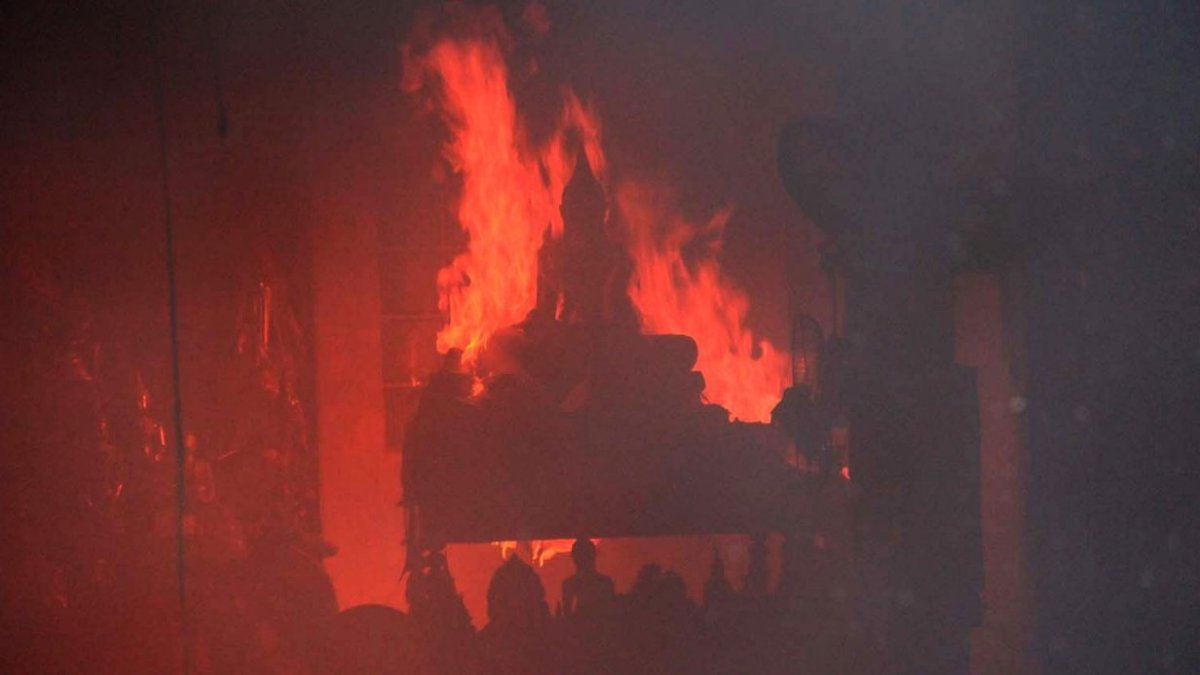 Monks' living quarters in Samut Prakan temple destroyed in fire