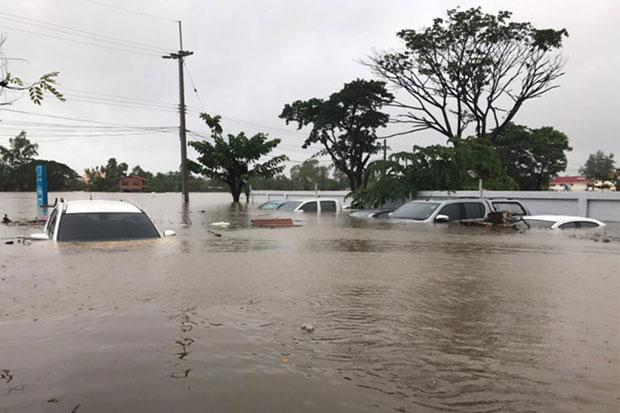 Nakhon Phanom's floods expected to worsen on Sunday