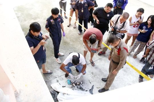 Video: Man sets himself on fire at Pattaya temple. A man who set himself on fire outside a Buddhist temple in Thailand was carrying