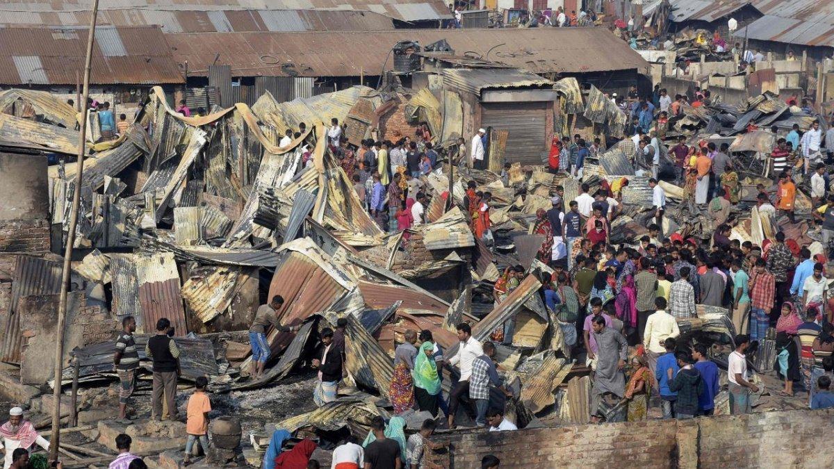 Fire sweeps through Bangladesh slum, killing nine