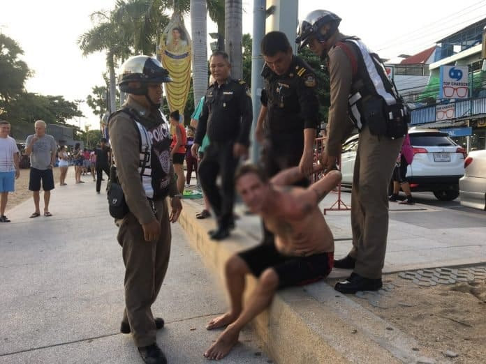 Video: Tourist going crazy in Pattaya is arrested