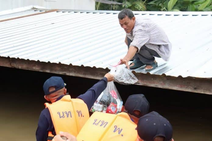 Isaan Flood Update: Gov't Dinner Party Cancelled, Donation Race Begins
