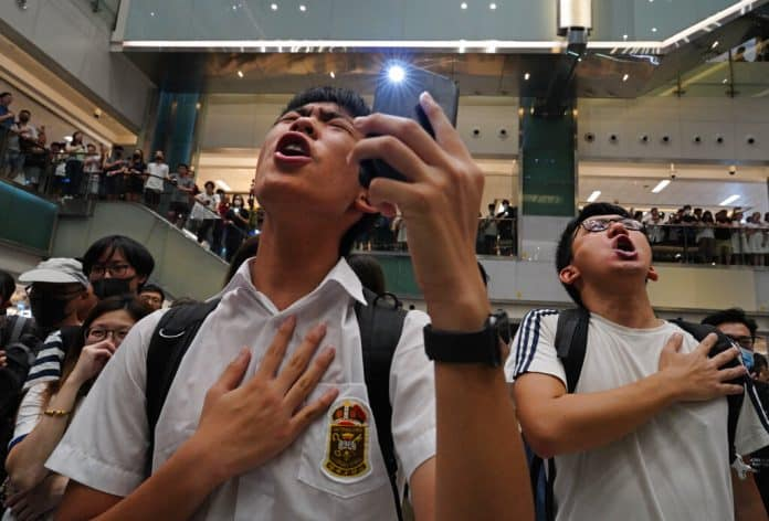 Protesters Belt out Karaoke in New Hong Kong Protest Method