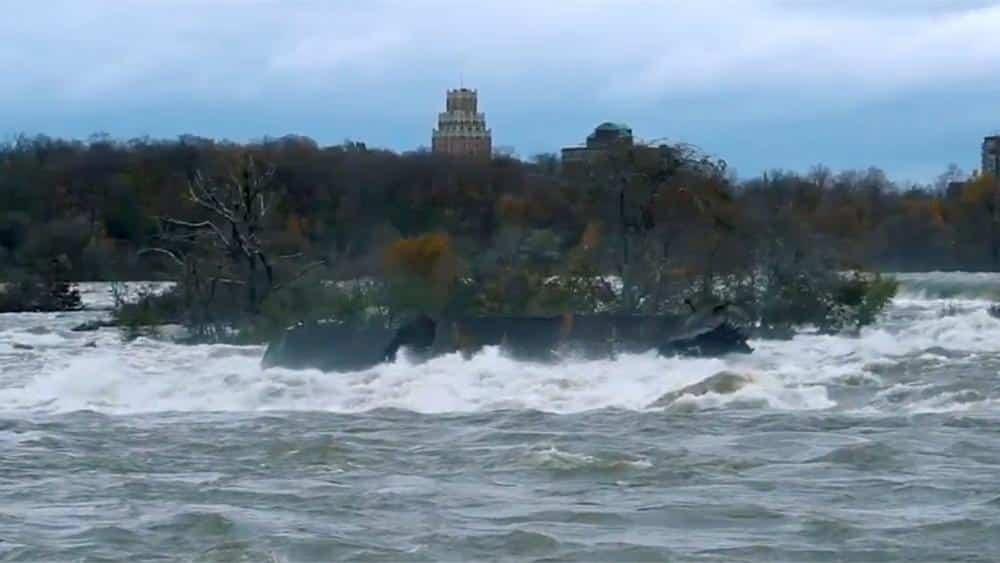 Massive ship stranded on rocks for 101 years at Niagara Falls dislodged