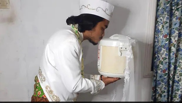 Indonesian Man Marries Rice Cooker; Divorces Four Days Later
