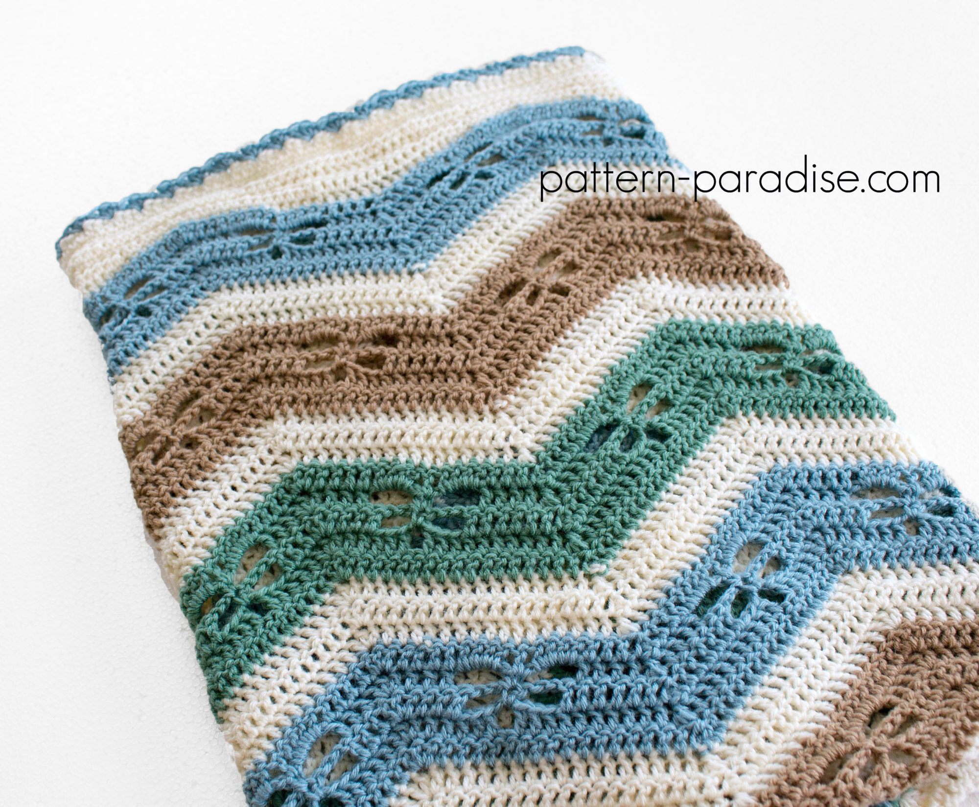 ca724eedac8 Free Crochet Pattern Dragonfly Chevron Baby Blanket on Pattern-Paradise.com   crochet