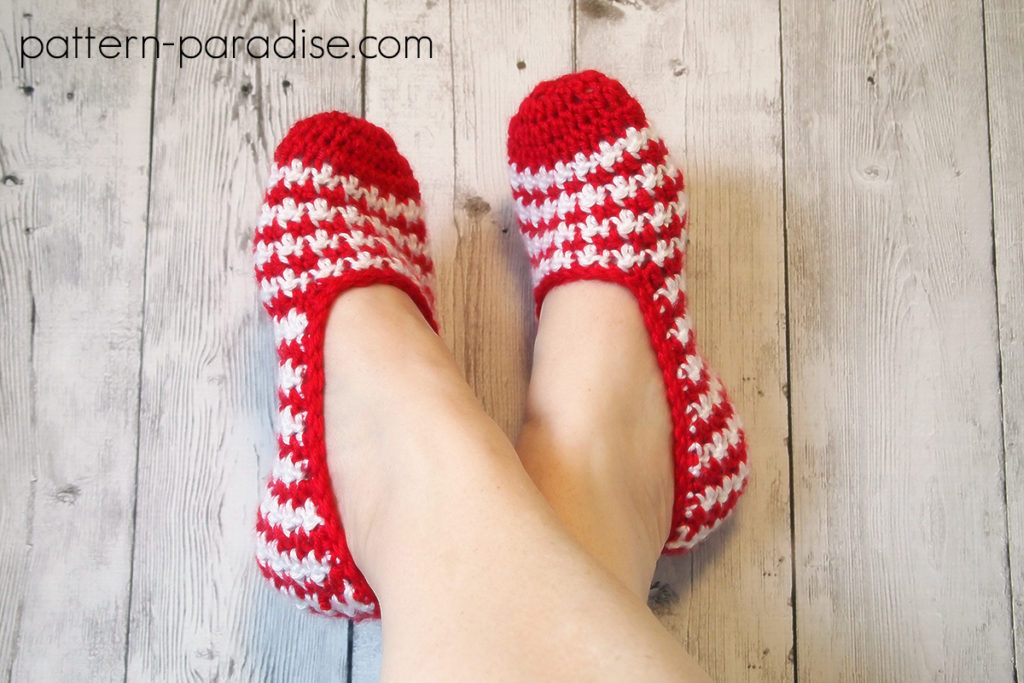 #12WeeksChristmasCAL Week 1 Waves of Free Crochet Pattern Hint of Mint Slippers on Pattern-Paradise.com
