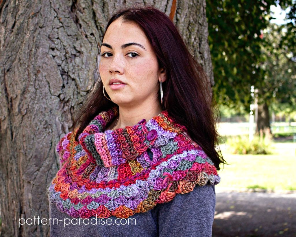 #12WeeksChristmasCAL Week 1 Waves of Free Crochet Pattern Warmth Cowl on Pattern-Paradise.com