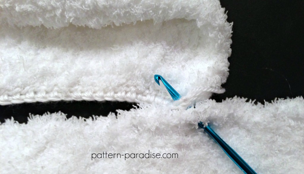 Free Crochet Pattern Fluffy Hat and Hand Muff Set by Pattern-Paradise.com