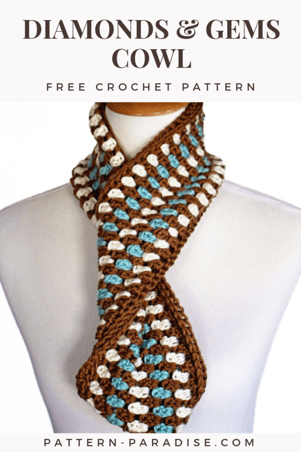 Make this pretty and easy cowl for a fun fashion accessory. Perfect for using up partial balls of yarn too! | Find the Diamonds & Gems Cowl on Pattern-Paradise.com