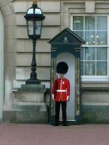 guard-at-buckingham-castle