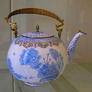 Qing dynasty teapot