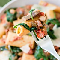 Fiesta Friday | Rigatoni with Mushroom and Spinach Tomato Cream Sauce