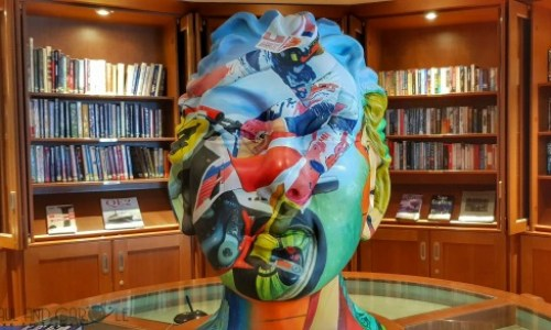 library sculpture.#fredolsen #fredolsencruiseline #braemar #cruiseship #choosecruise #cruising #cruise #paulandcarole