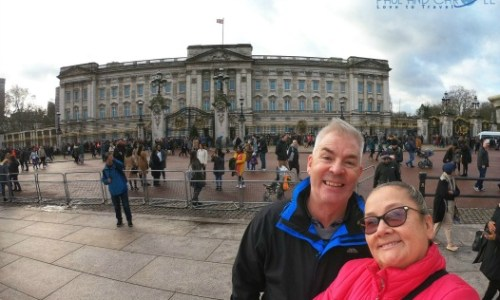 Paul and Carole 2019 Review - at Buckingham palace. #paulandcarole2019review #paulandcarole #travel #travelbloggers #travelvloggers