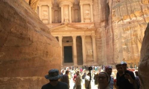 Visiting Petra Jordan,the treasury  #petra #wondersoftheworld #roseredcity #jordan #visitingpetra #paulandcarole