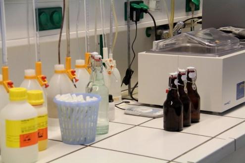 Qualitätsgarant: Im Labor werden ständig Stichproben kontrolliert.