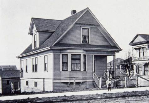 Les Hamilton's old house at 1607 10th Ave. West. Les was another Queen Anne historian and a good friend of Lawton's.  His collection also wound up at the University of Washington.  Les dates this ca. 1910.
