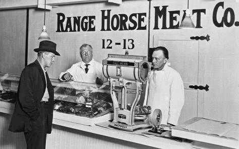 "This is surely an earlier vendor of viande de cheval (and have I got the French right Jean?).  It appears with a collection of Pike Market images, but it is not identified.  I looked up both ""Range"" and ""Horse Meat"" in Polk City Directories for 1915, 1920 and 1925, but got no citations.  So until some reader joins a more complete truth to this, we leave it here or there."