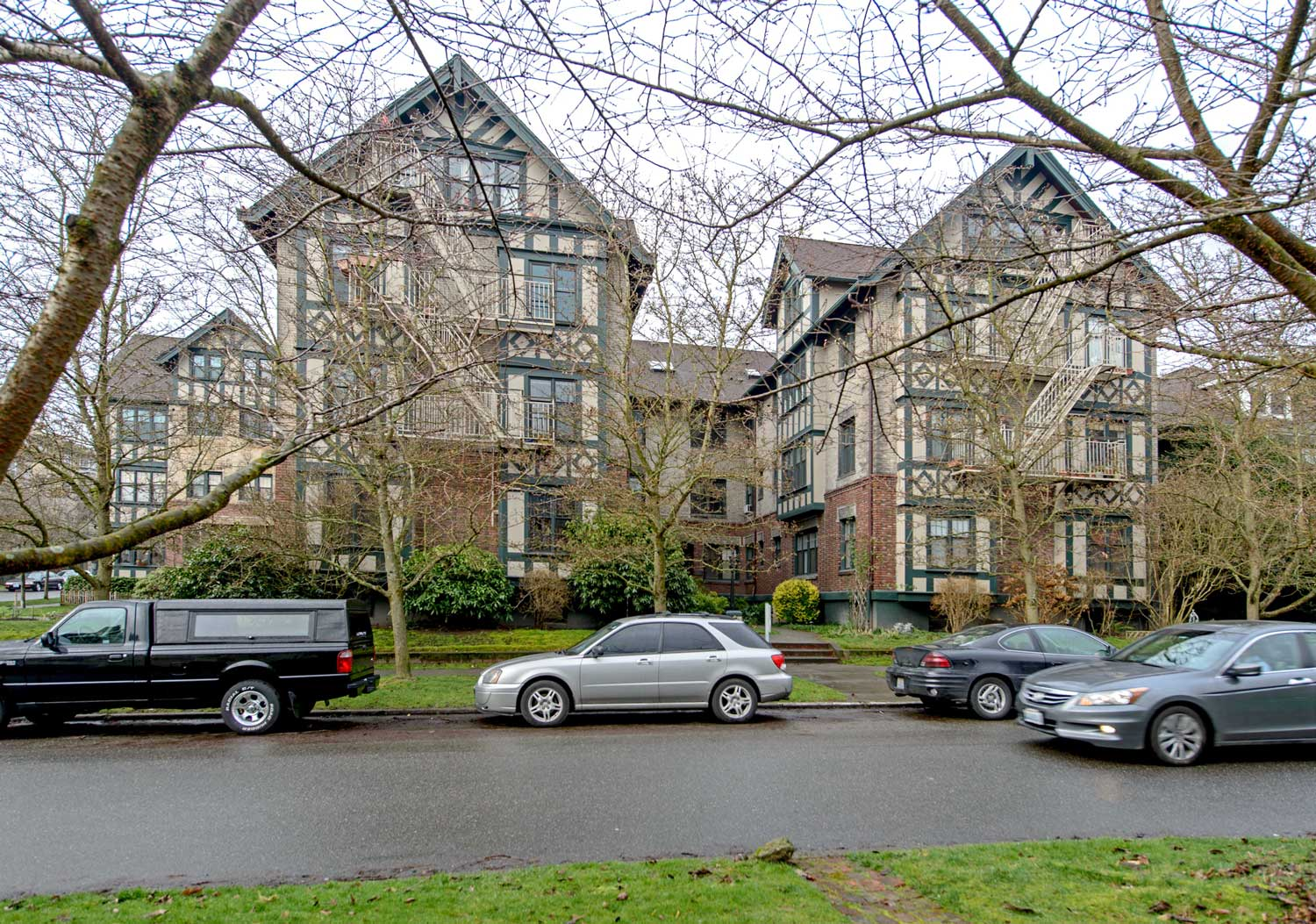 Charming Seattle Now U0026 Then: The Gables Apartments On Capitol Hill