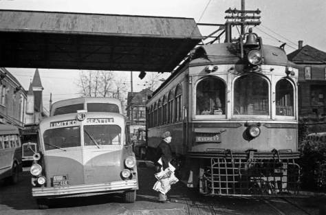 The Everett Interurban about to take on a bundle of newspapers at the Seattle terminal for both buses and trolleys. (Courtesy Warren Wing)