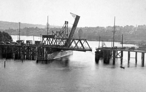 Latona Bridges, side by side, ca. 1918