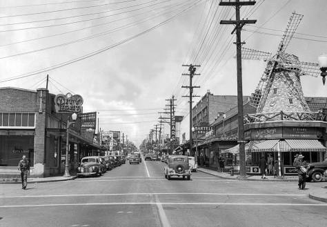 THEN: Roosevelt Way bustling after the war.  This subject first appeared in The Seattle Times on July 7, 1946.  (Courtesy, Ron Edge)
