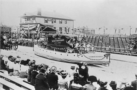 x-Potlatch-parade-1911-Grote-Rankkin-mockboat-&-reviewing-bleachers-&-S&H-green-stamps,-maslanWEB