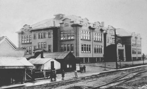 University Heights, looking northwest from the intersection of 50th and University Way, then still named 14th Avenue.