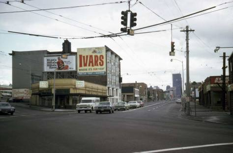 With his back to the Arkona, Lawton Gowey recorded this look down First Avenue on November 2, 1968.  The date is penned on its slide, but not for another of Gowey's cityscapes, the one immediately below.  (It was unlike him not to write a date down.)  We can tell from the distant skyline that the snap below is later than the one above.