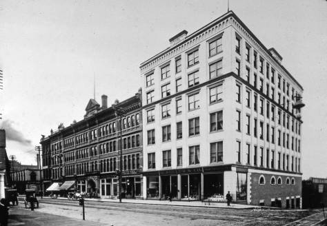 The west side of First Avenue between Madison Street (in the foreground) and Marion.  The dark-brick Rainier-Grand Hotel holds the center of the block.