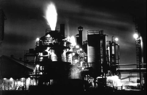 The Gas Works at the north end of Lake Union in 1947 when it was still manufacturing.