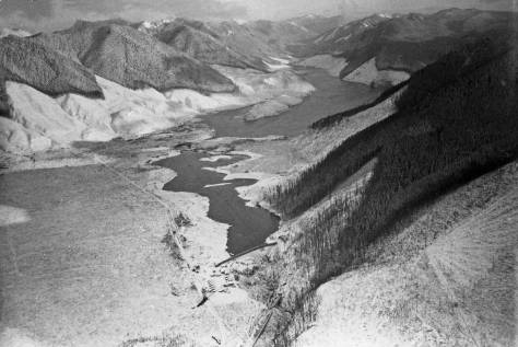 An aerial from December 18, 1926 with the ceramic dam near the bottom, the reservoir above it, and Cedar Lake beyond. Rattlesnake Lake is out-of-frame, lower-left. [Courtesy, Municipal Archive]