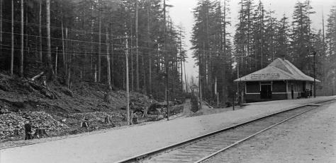 """""""Cedar Falls"""" is signed here on the station. The town was first settled to house workers on City Lights' nearby plant for the generators connected first with its fire dam (of timber) on the Cedar River and then its much larger """"ceramic dam"""" of 1914. Moncton was named by railroad, and used by the SPMRR to house workers first for the construction of the man line over Snoqualmie Pass. The railroad made it thru the pass in 1909."""