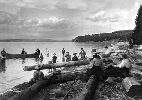 Alki-Beach-logs-ne-m-64th-WEB