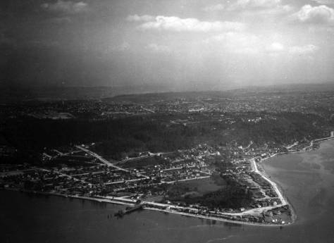 This Laidlaw aerial also shows the enduring dock and its neighboring beach housing in the 1930s. Most - perhaps all - of the modest houses have been replaced with tax-payers.