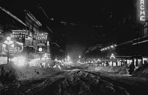 Scene from the 1916 Big Snow, looking south on Second Avenue from Pike Street.