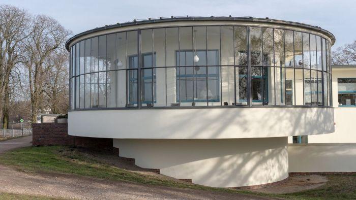 Der verglaste Rundbau des Kornhauses erinnert an ein Achterdeck eines Schiffes